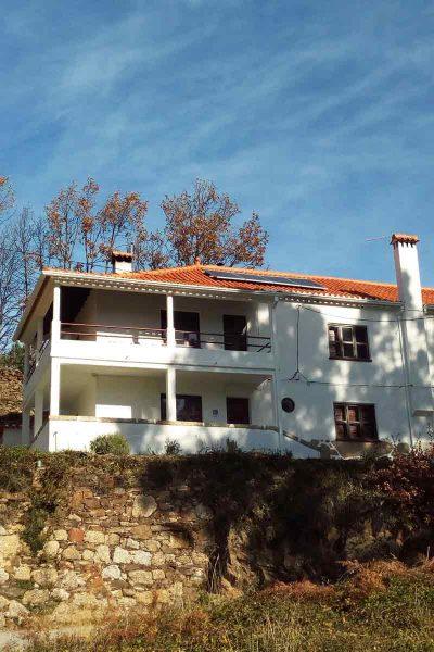 Fachada das casas do Cerro da Correia e da Sicó