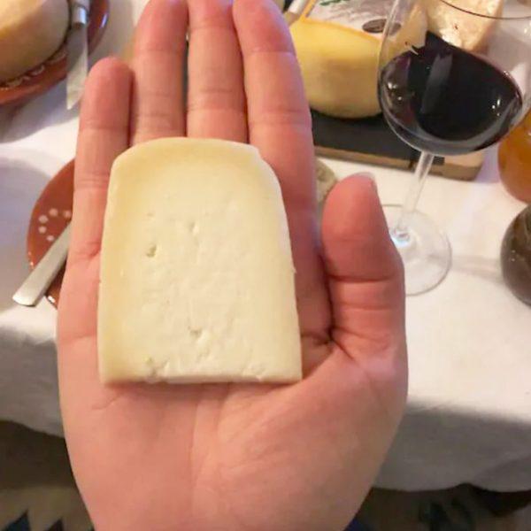 Prova-de-queijos-mão
